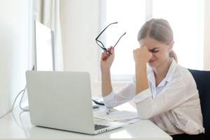 21.Η πολύωρη χρήση των υπολογιστών επιδεινώνει την ξηροφθαλμία